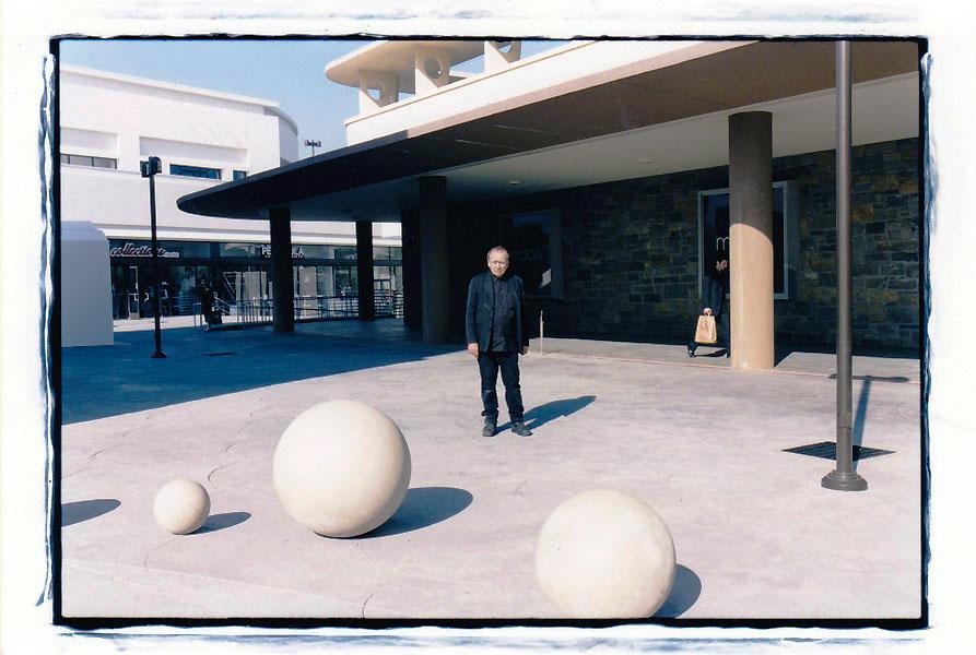 05 Vito Acconci at Shops site_20150216_0001